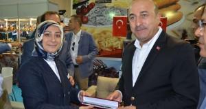 Bakan Çavuşoğlu YÖREX'te Erzurum Standını Ziyaret Etti